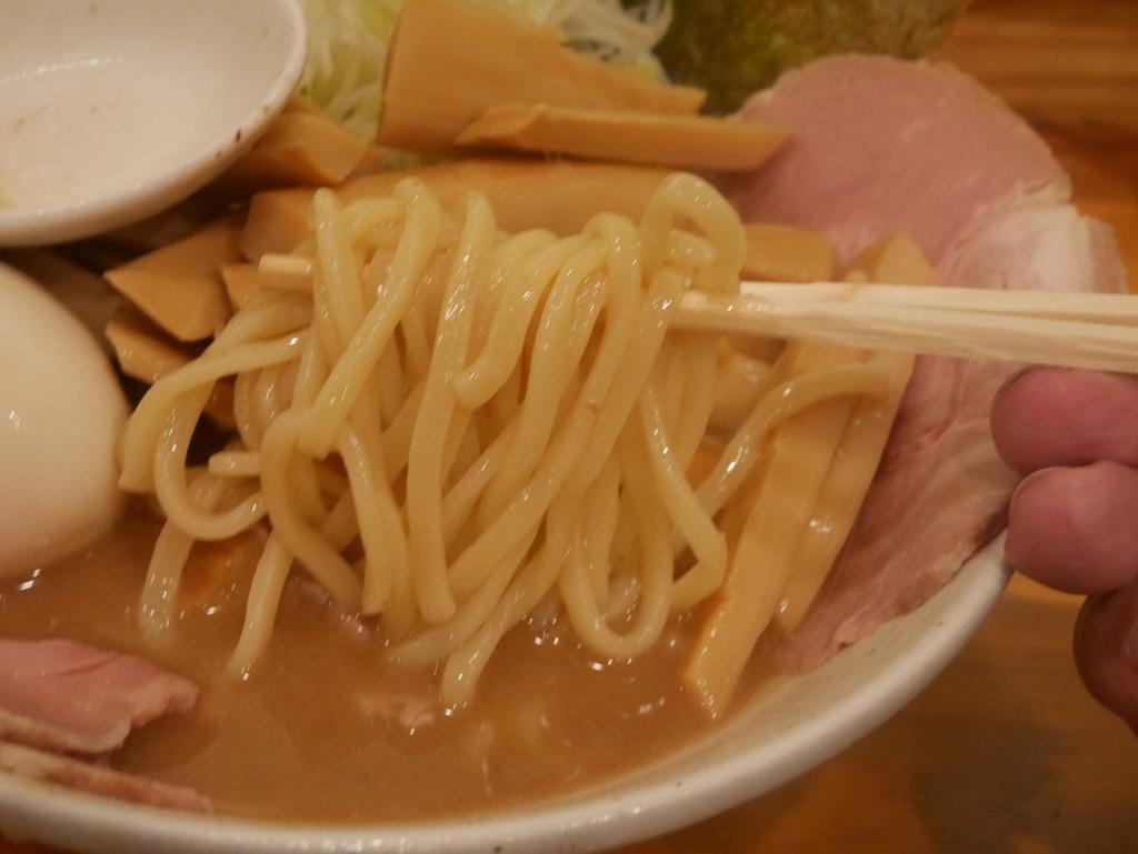 名古屋の塩釜口にあるラーメン屋一陽軒の豚骨ラーメンの麺