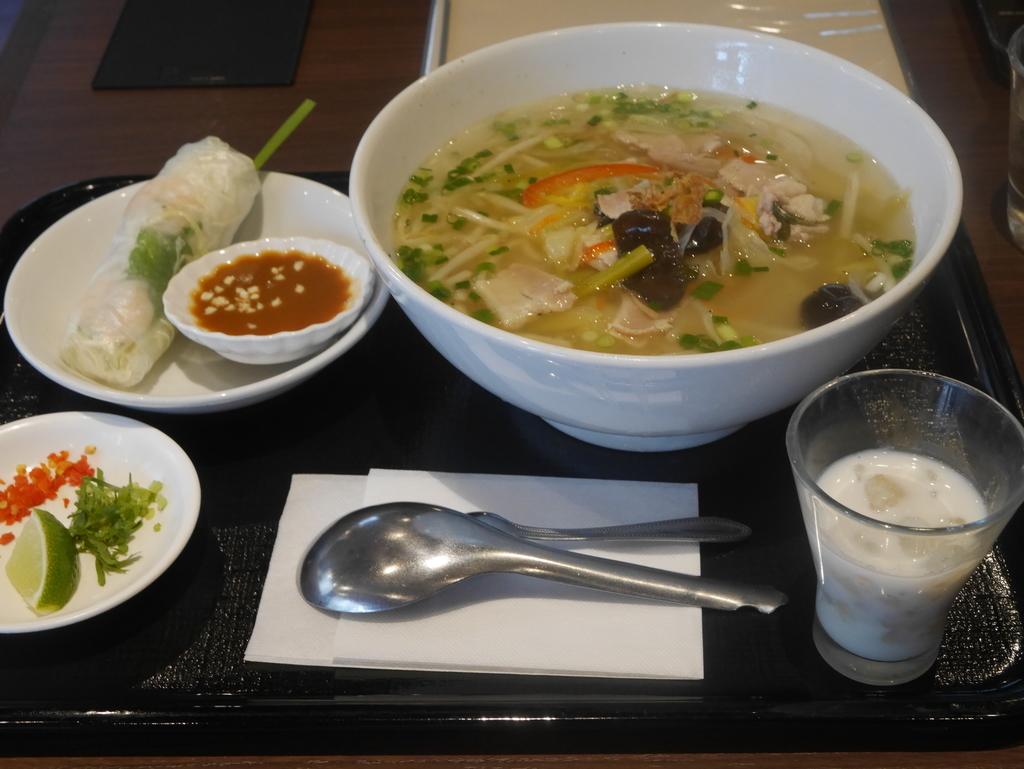 名古屋駅近くでベトナム料理ランチが食べられるお店ニャーベトナムの本日のフォーと生春巻きのセット