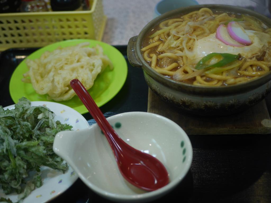 名古屋の新栄町にある味噌煮込みうどんのお店吉野屋の味噌煮込みうどん
