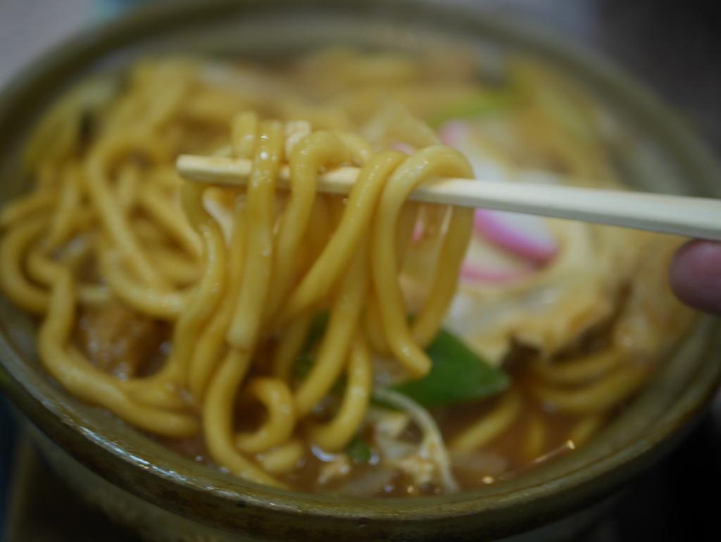 名古屋の新栄町にある味噌煮込みうどんのお店吉野屋の味噌煮込みうどんのうどん