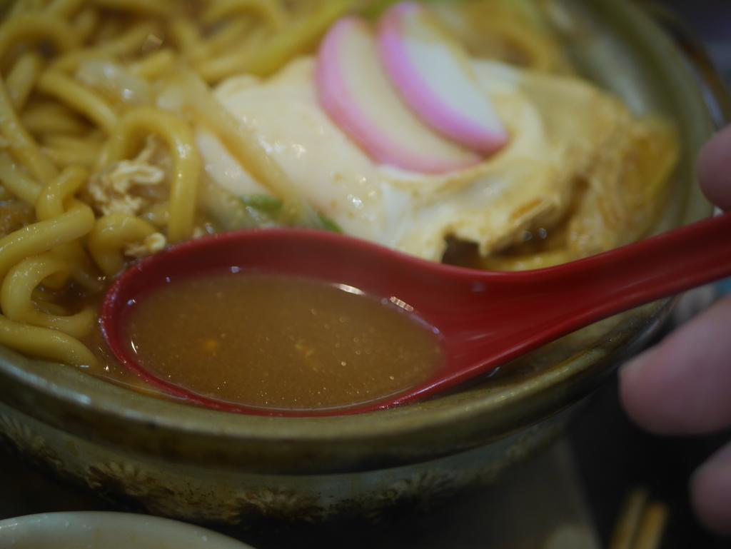 名古屋の新栄町にある味噌煮込みうどんのお店吉野屋の味噌煮込みうどんのつゆ