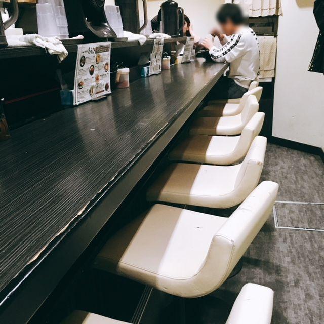 栄・錦にある深夜営業しているラーメン店まぜそばあらしの内観