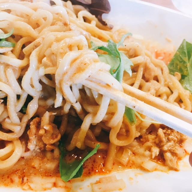 津島市にあるラーメン店中華そば呵呵の汁なし担々麵の太麺