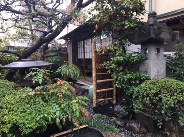 名古屋のひつまぶしの名店あつた蓬莱軒の庭園