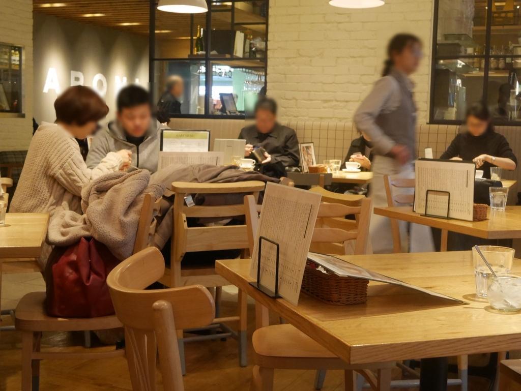 名古屋駅で美味しいモーニングが食べられるお店マカロニの内観
