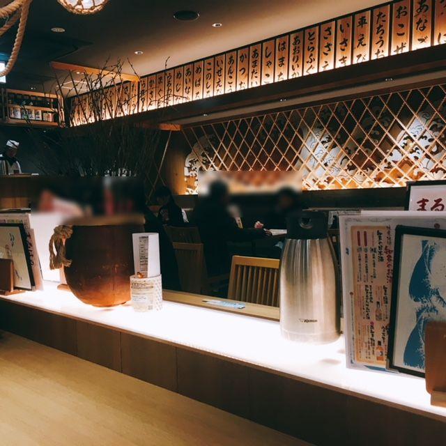 名古屋駅にあるエビフライの美味しいお店まるは食堂の内観