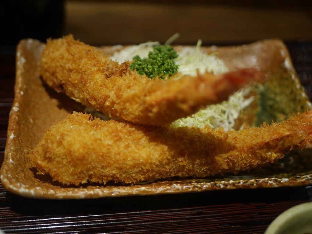 名古屋駅にあるエビフライの美味しいお店まるは食堂のエビフライ
