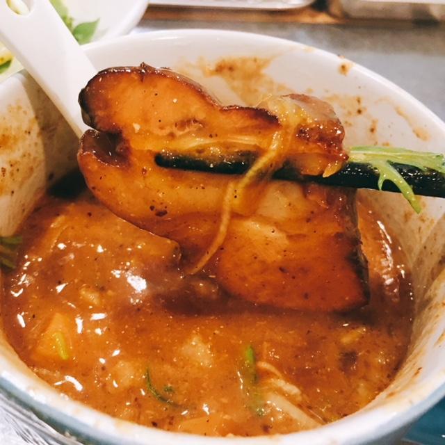 名古屋駅から徒歩5分の場所にあるラーメン店Rのつけ麺のチャーシュー