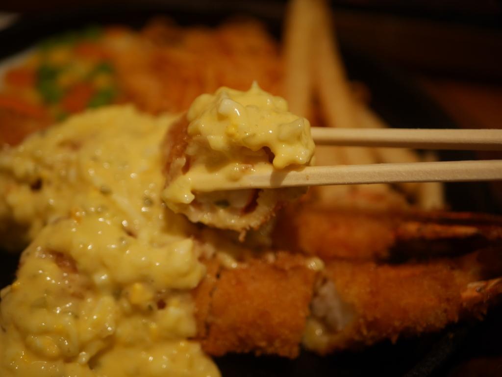 名古屋市吹上にある洋食屋さんキッチン欧味のジャンボエビフライ定食