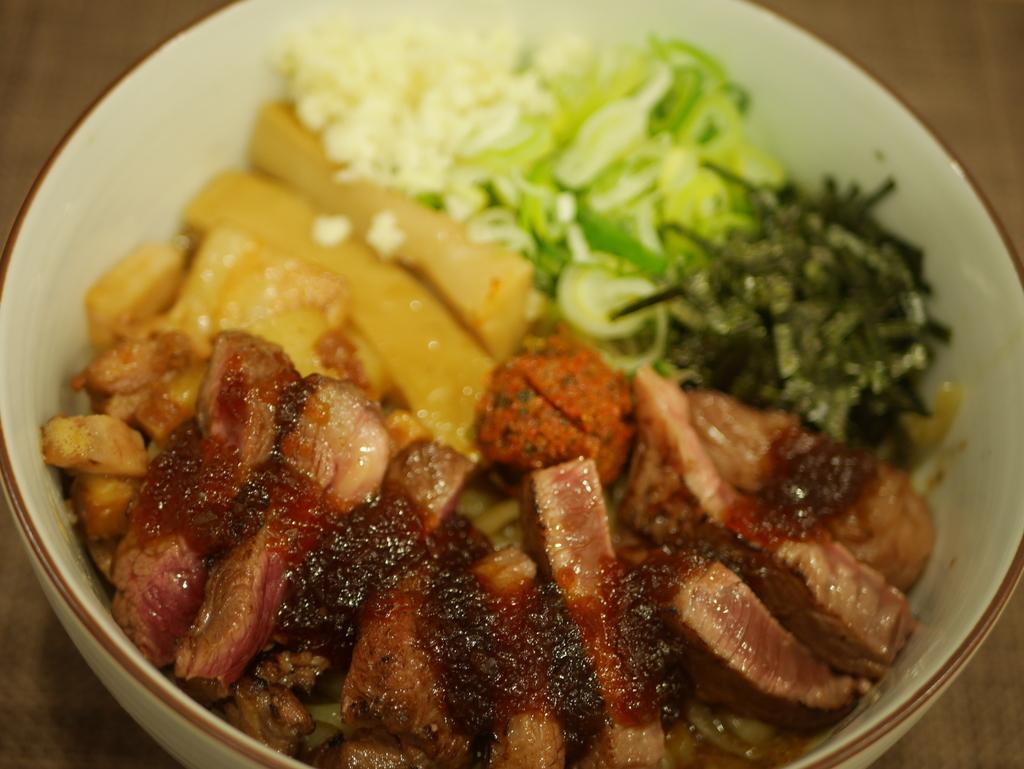 名古屋市南区にあるラーメン屋麺屋又兵衛のまぜそばステーキトッピング
