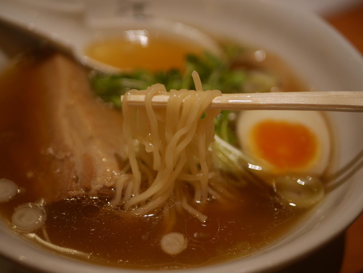 名古屋駅から徒歩3分の場所にあるラーメン屋江南の特製ラーメンの麺