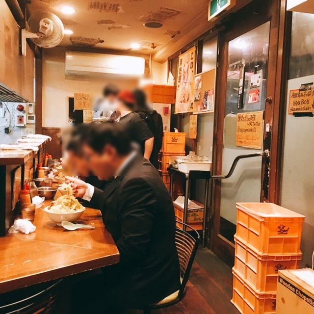 名古屋市新栄にある二郎系ラーメンのお店歴史を刻めの内観