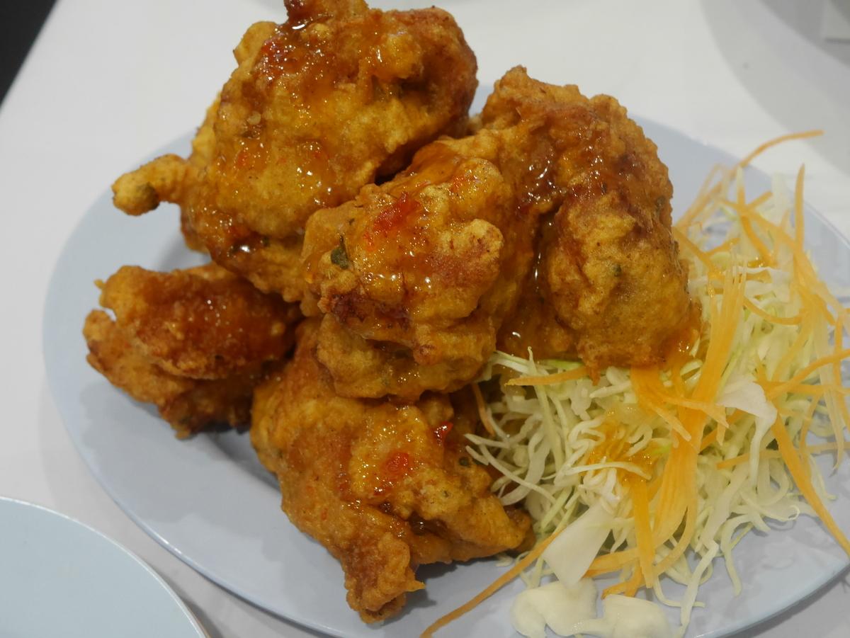 名古屋の高岳・金山・伏見にあるタイ料理店東桜パクチーのハーブ風味の鶏の唐揚げ