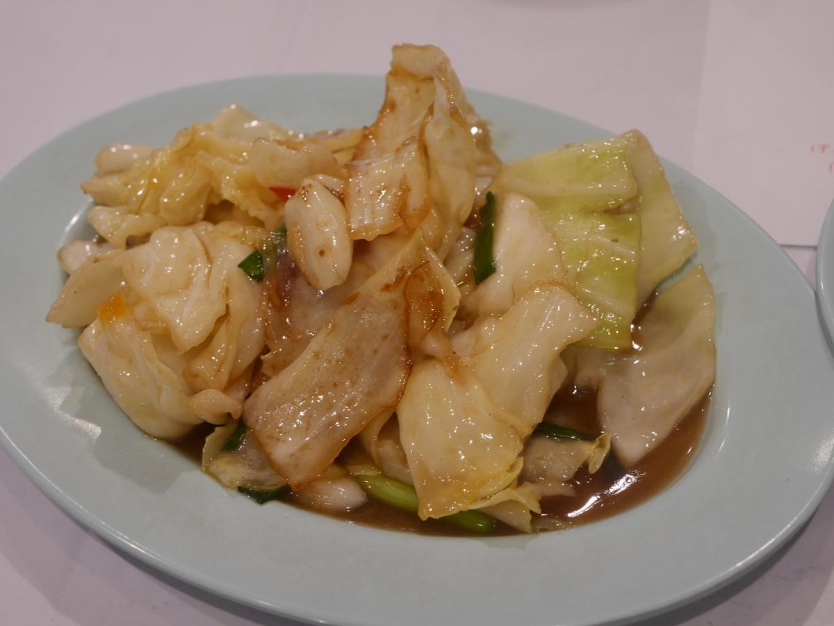 名古屋の高岳・金山・伏見にあるタイ料理店東桜パクチーのキャベツのナンプラー炒め