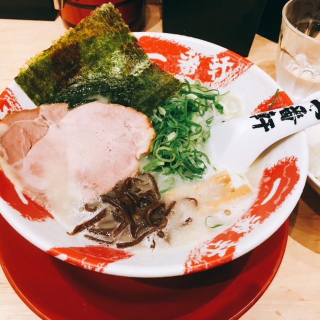 名古屋駅近くの大名古屋ビルヂングにある豚骨ラーメンのお店一番軒の白豚骨ラーメン