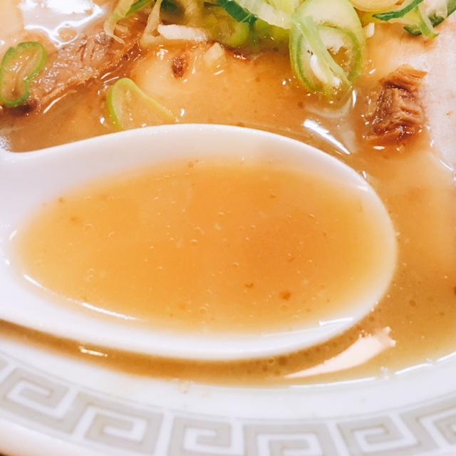 名古屋駅から徒歩10分の場所にあるらーめん南山のチャーシューメンのスープ