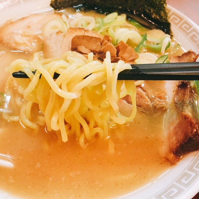 名古屋駅から徒歩10分の場所にあるらーめん南山のチャーシューメンの麺