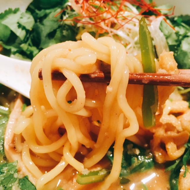 名古屋市岩塚にあるラーメン屋さんIKEDAのしびれパクチー味噌ラーメンの麺