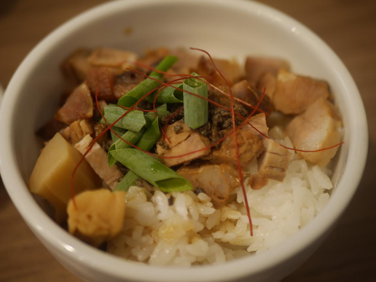 名古屋市名東区にあるラーメン屋さん実垂穂のチャーシュー丼