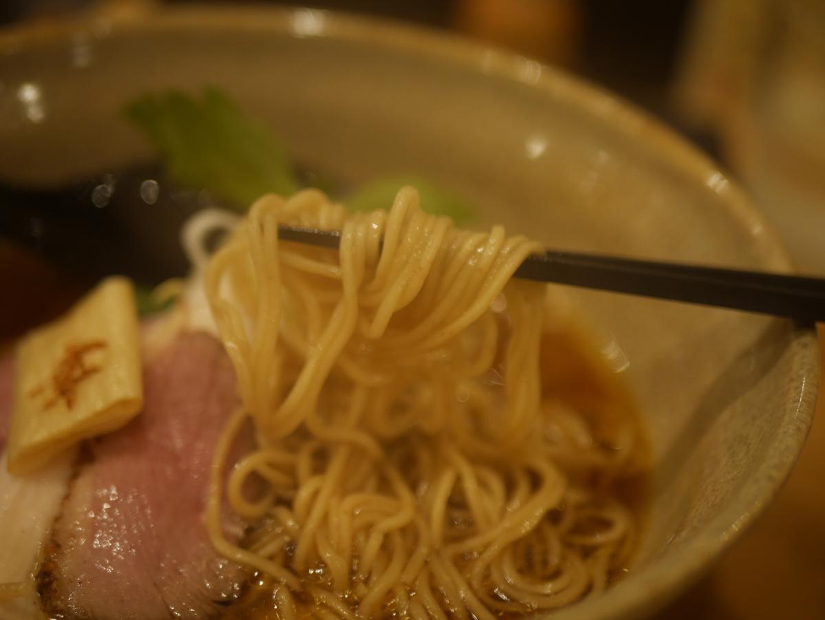 2019年名古屋市鶴舞にオープンした新店ラーメン屋幸先坂の貝とアゴだしの醤油そばの麺