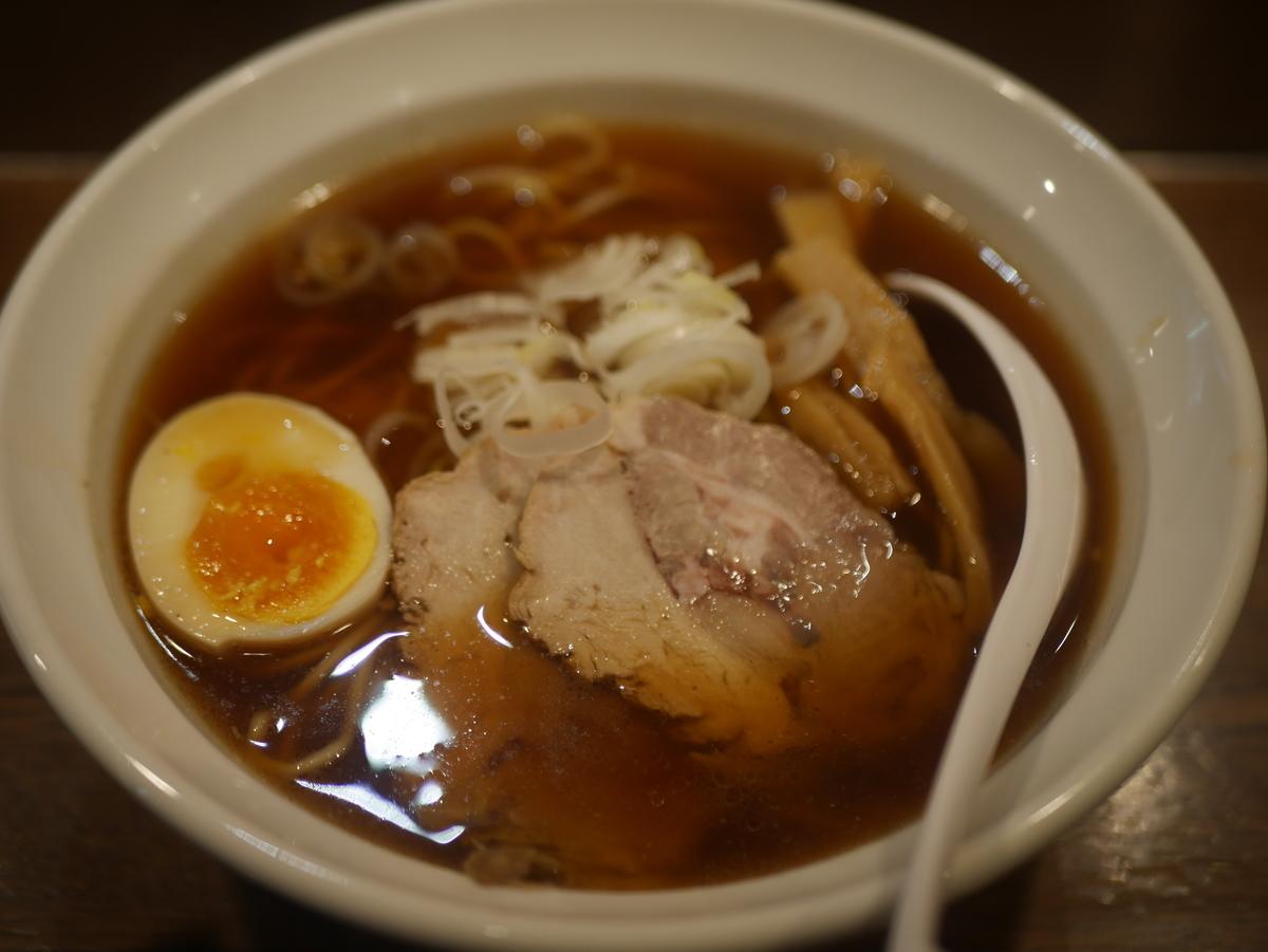 2019年名古屋市栄にオープンしたラーメン新店らー麺志白の醤油ラーメン