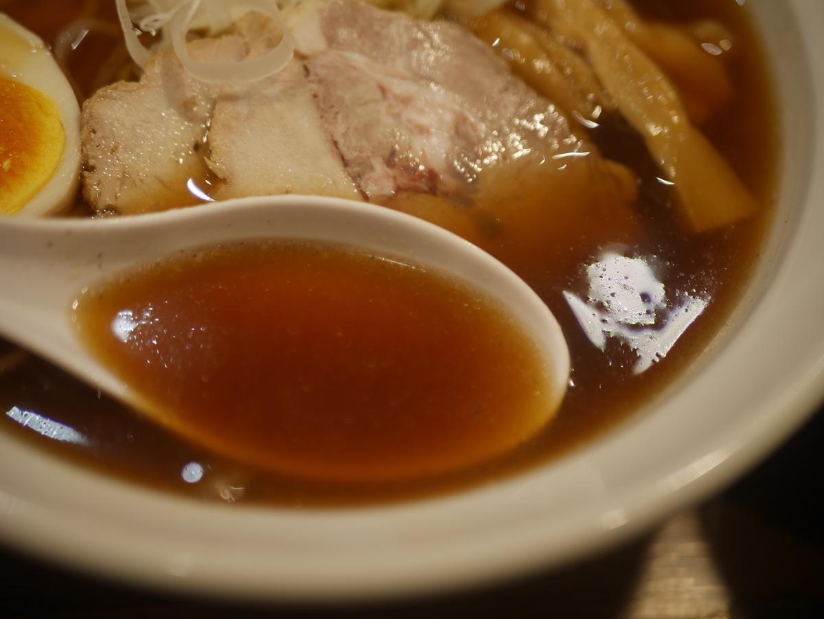 名古屋市栄にあるラーメン屋らー麺志白の醤油ラーメン