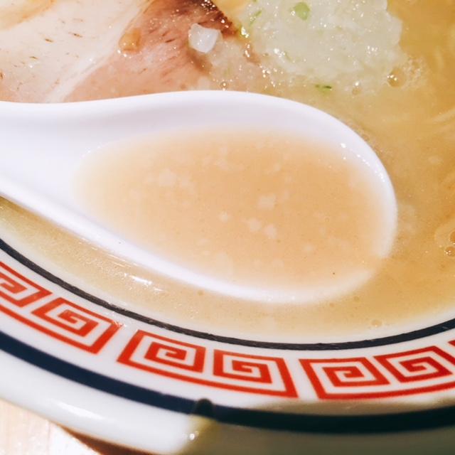名古屋市大須のおすすめラーメン屋仙水の塩ラーメンのスープ