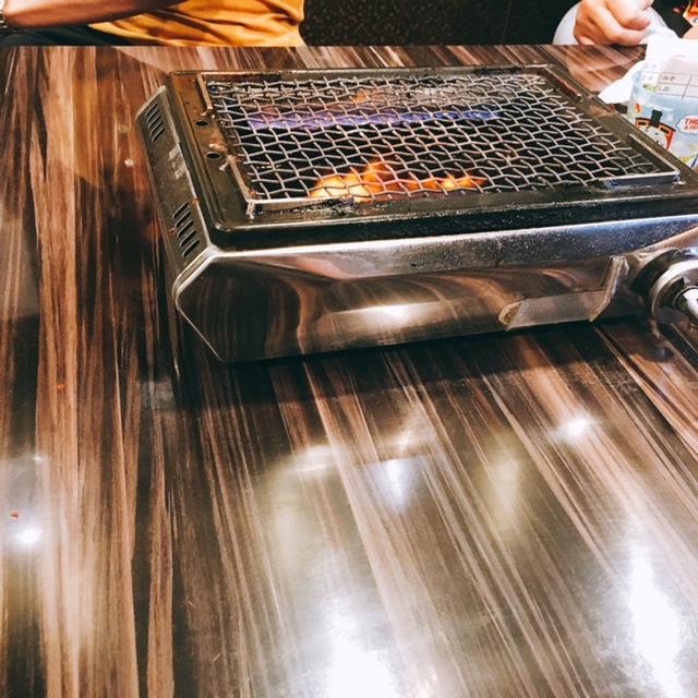 名古屋市大須にあるとんちゃんやふじのテーブル