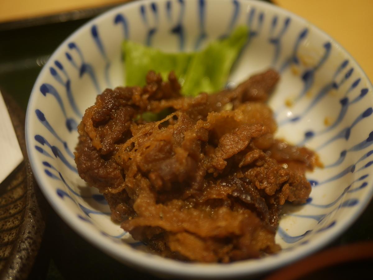 名古屋市大須にある和食料理店まるけいの海老しんじょ定食ランチの牛しぐれ