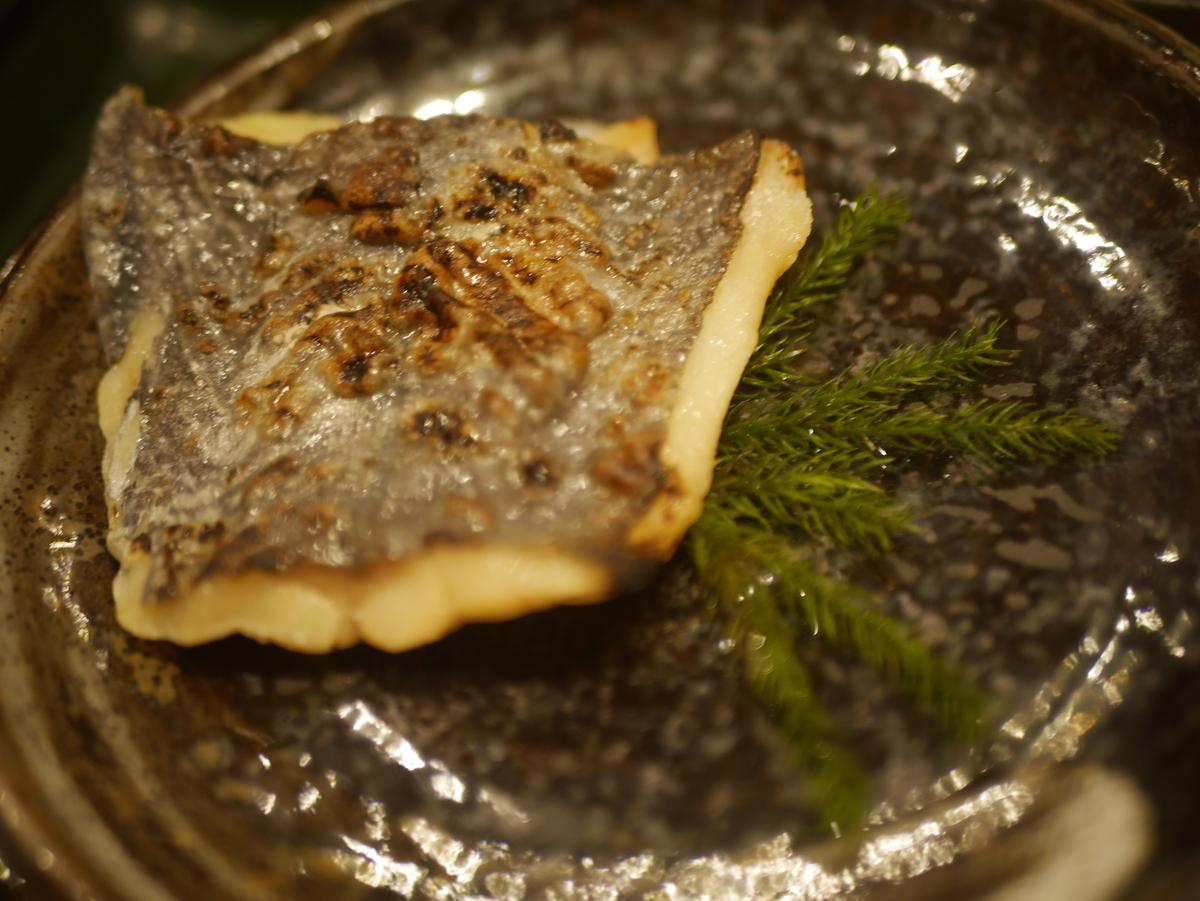 名古屋市大須にある和食料理店まるけいの海老しんじょ定食ランチの焼き魚