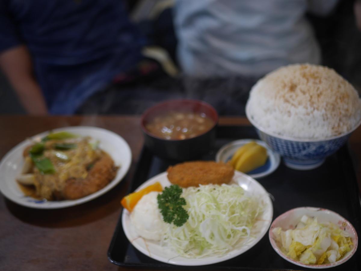 名古屋市覚王山にあるデカ盛り定食屋玉屋のカツ丼定食ごはん大盛り