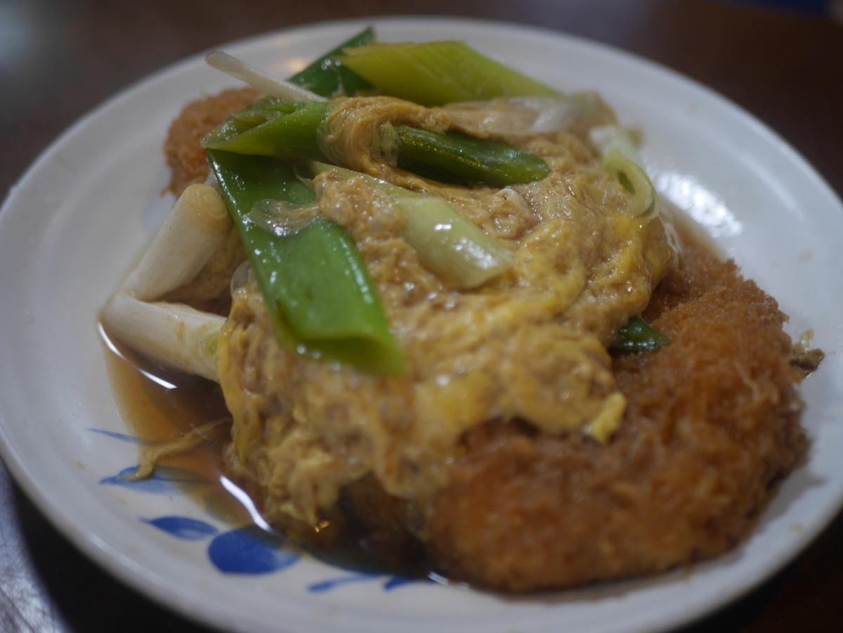 名古屋市覚王山にあるデカ盛り定食屋玉屋のカツ丼