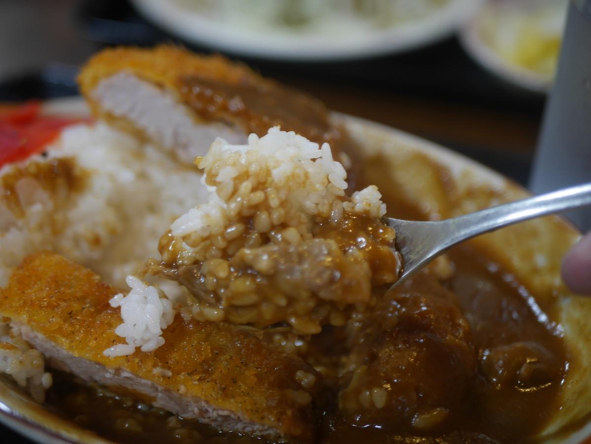 名古屋市覚王山にあるデカ盛り定食屋玉屋のカツカレー