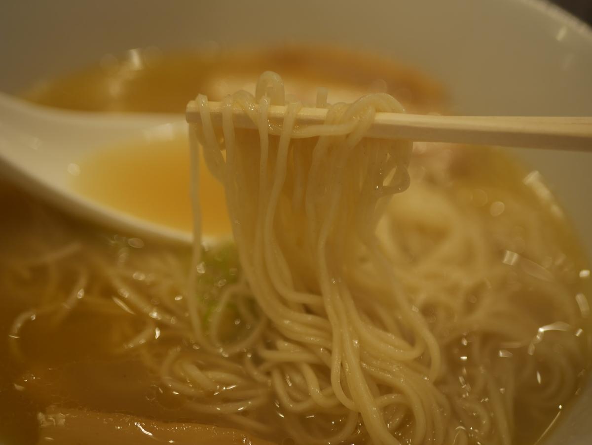 名古屋市大須のおすすめラーメン屋なるとや大須店の塩ラーメンの麺