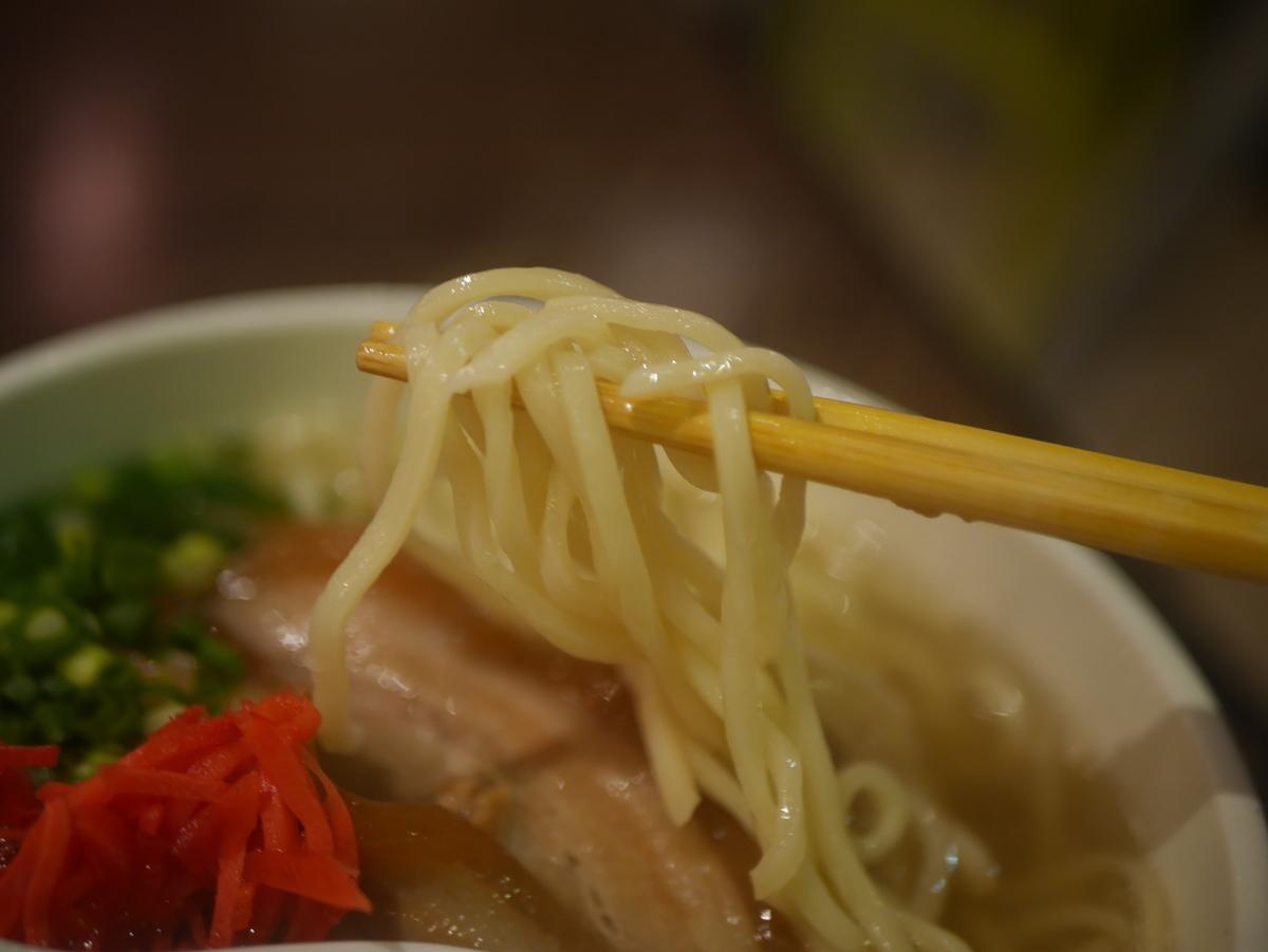 名古屋市大須のおすすめラーメン屋沖縄宝島にらいの沖縄そばの麺