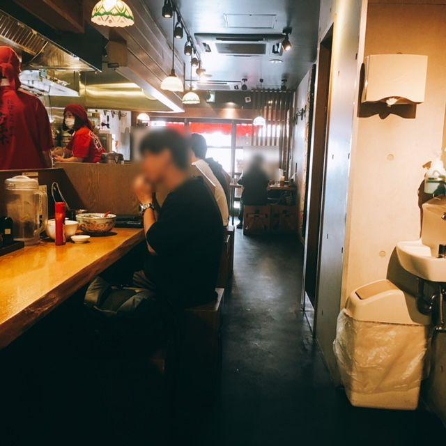 名古屋市大須にあるラーメン屋麺や六三六の内観
