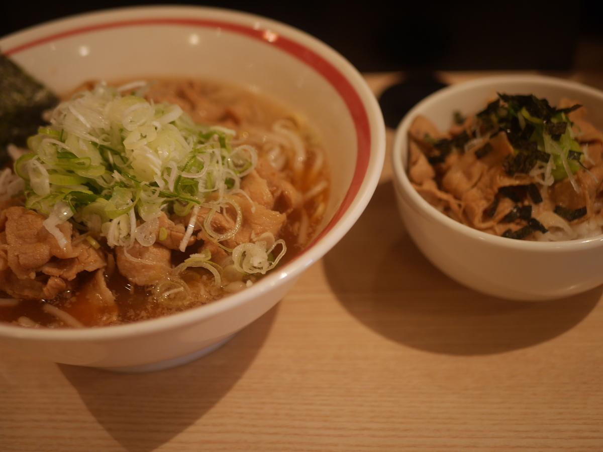 名古屋市大須にあるラーメン屋肉そばなおじの肉そばセット