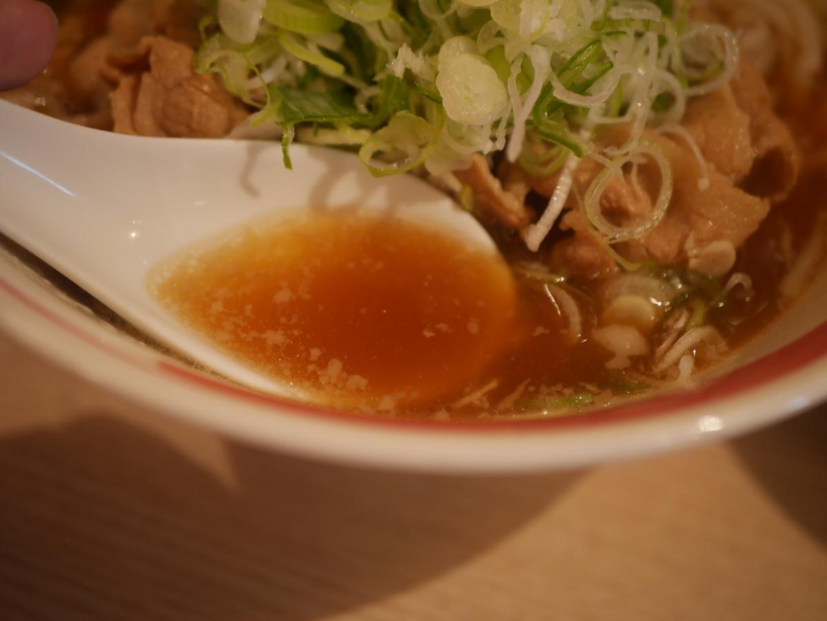 名古屋市大須のおすすめラーメン屋肉そばなおじの肉そばのスープ