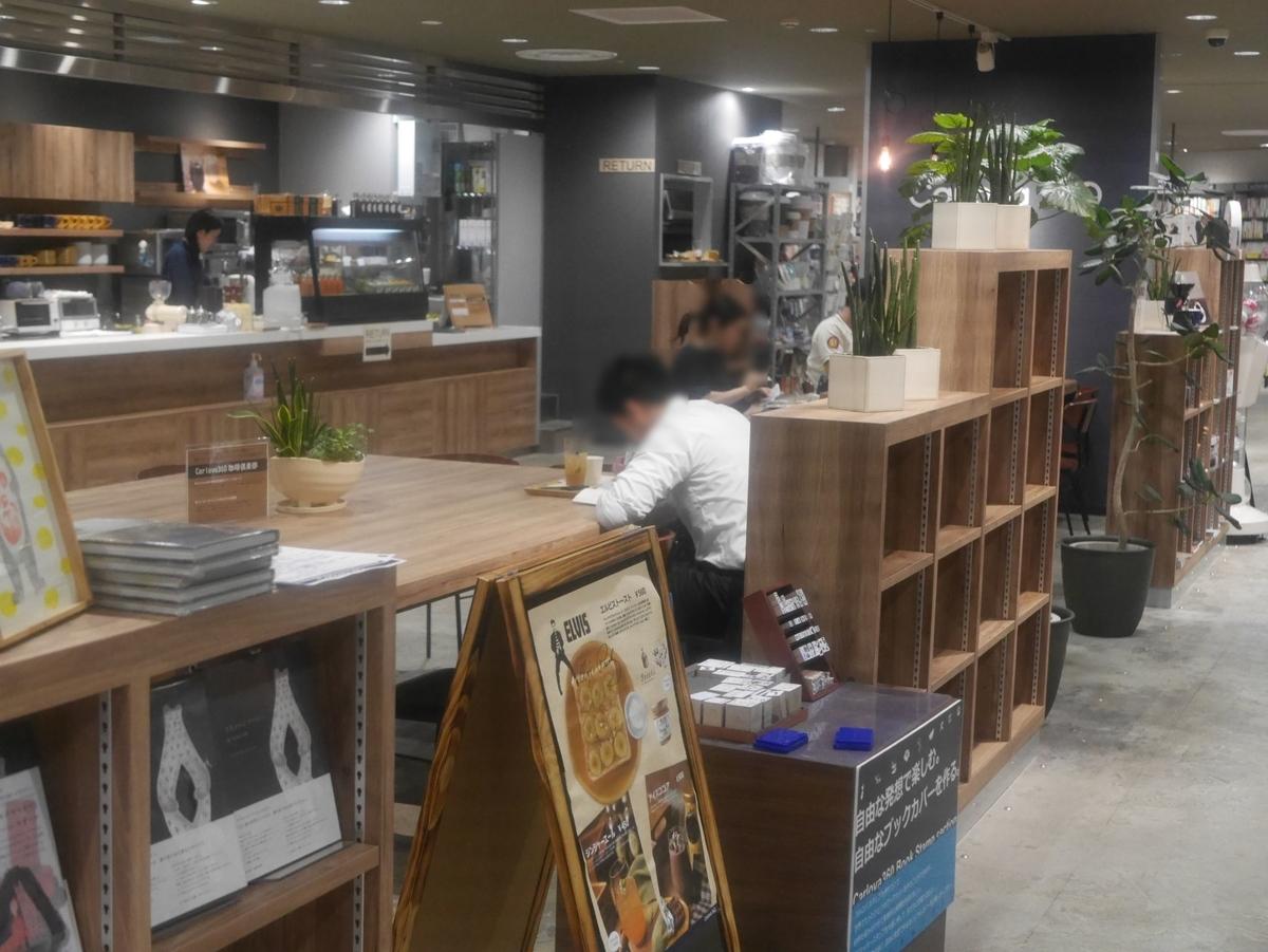 栄にある電源・Wi-Fi完備のカフェカルロバの内観