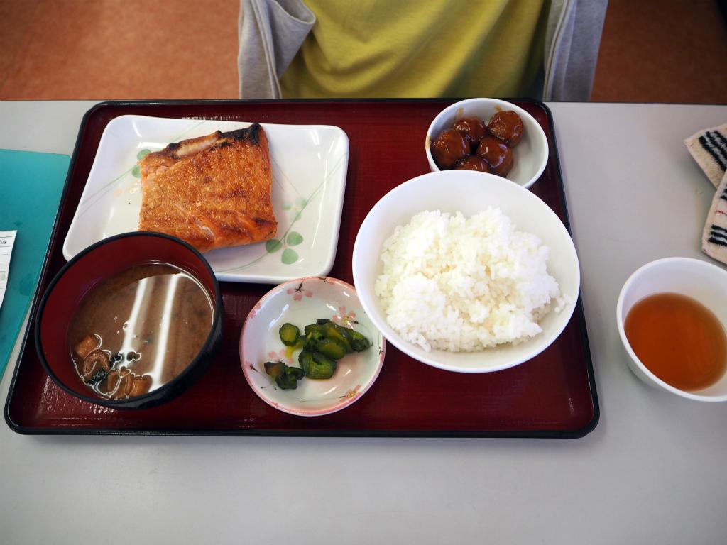 f:id:s-m0214:20160808182423j:plain シマホッケの干物定食おいしそう