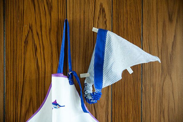 サイズアウトした子供服リメイク,ハンドメイドの調理実習用三角巾,エプロンとお揃い