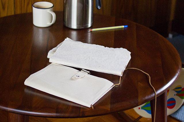 キャンバス地の母子手帳ケース