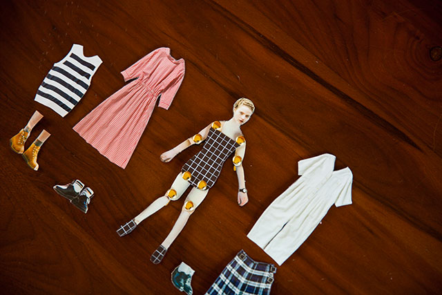 紙の着せ替え人形手作りファッション雑誌