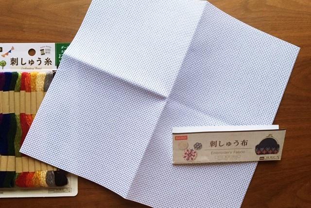 100均ダイソー刺繍布開封