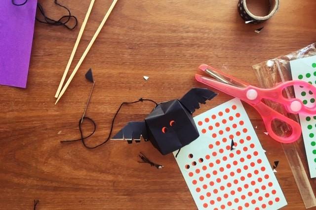 折り紙コウモリ立体羽根つき紙風船