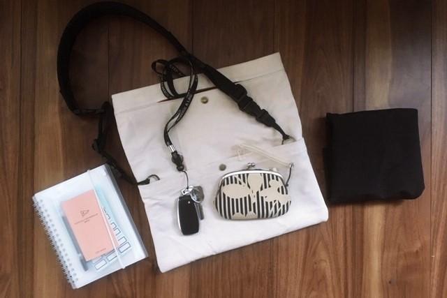 普段使いのバッグの中身,手帳,鍵,財布,エコバッグ