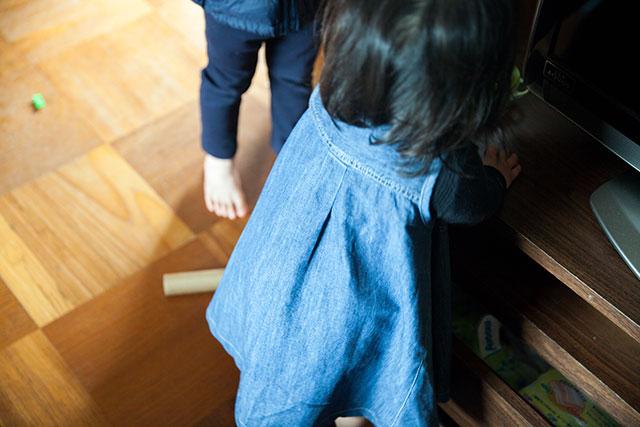 無印良品デニムシャツワンピース,子供用ワンピースにリメイク後ろ姿