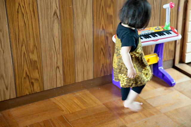 子供服ワンピースリメイク-ワンサイズアップ後ろ姿
