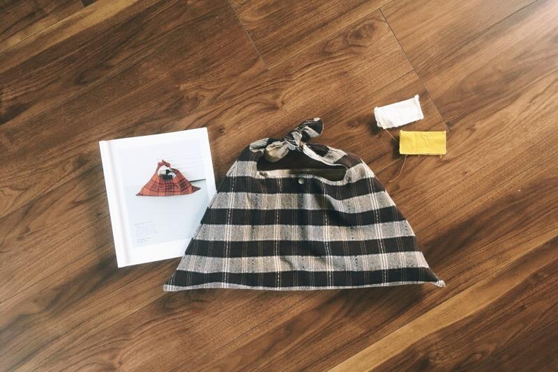 手提げ袋,三角形,ウール,チェック柄,秋冬用,ナルセアヤコデザイン
