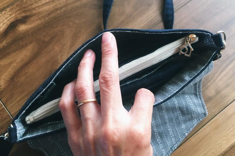 お財布ポーチ,ウォレットバッグに収納